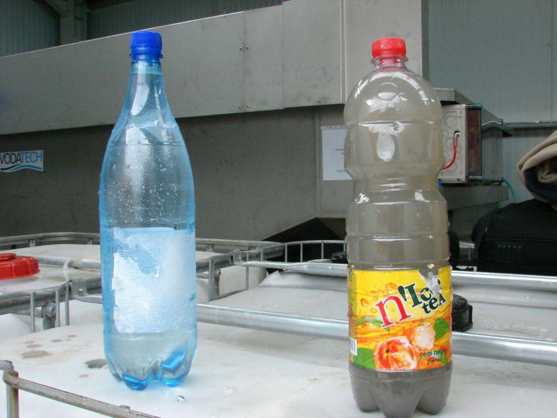 Apa bruta (dreapta) si apa preepurata dupa flotatie (stanga)